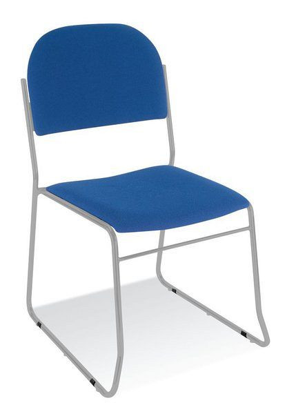 Stapelbarer Stuhl mit verchromtem Gestell und blauem Stoffbezug 84007