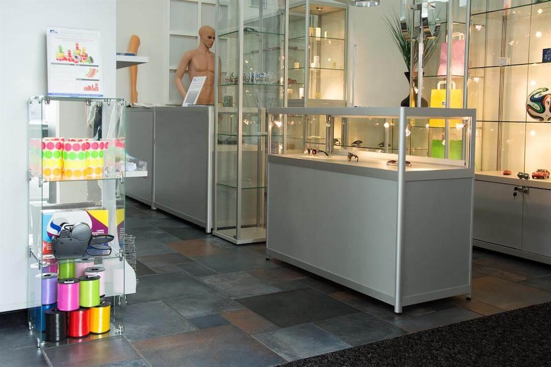 Verkaufsvitrinen im Ladengeschäft