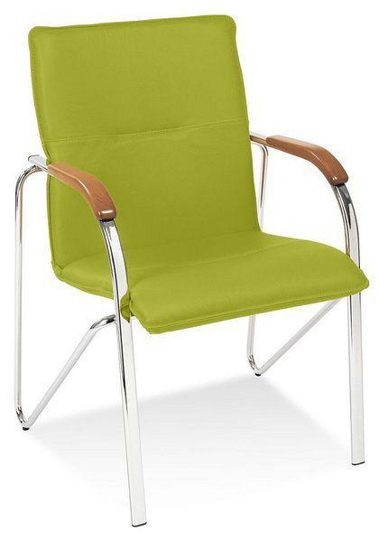 Stapelbarer Besucherstuhl mit grünem Kunstlederbezug und buchefarbenen Holzarmlehnen 84402