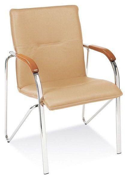Stapelbarer Besucherstuhl mit beigefarbenem Kunstlederbezug und buchefarbenen Holzarmlehnen 84401