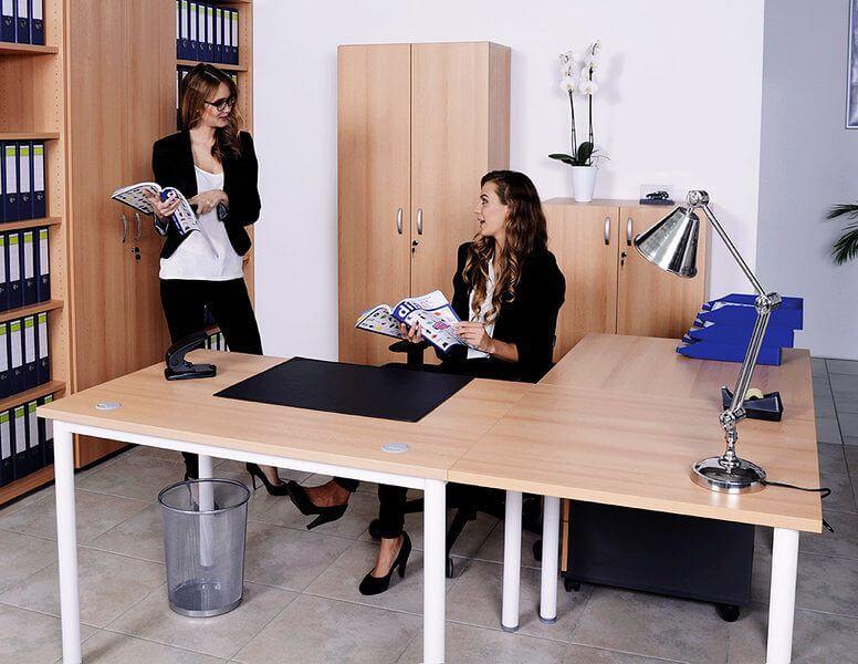 Zu sehen ist ein Schreibtisch im Büro