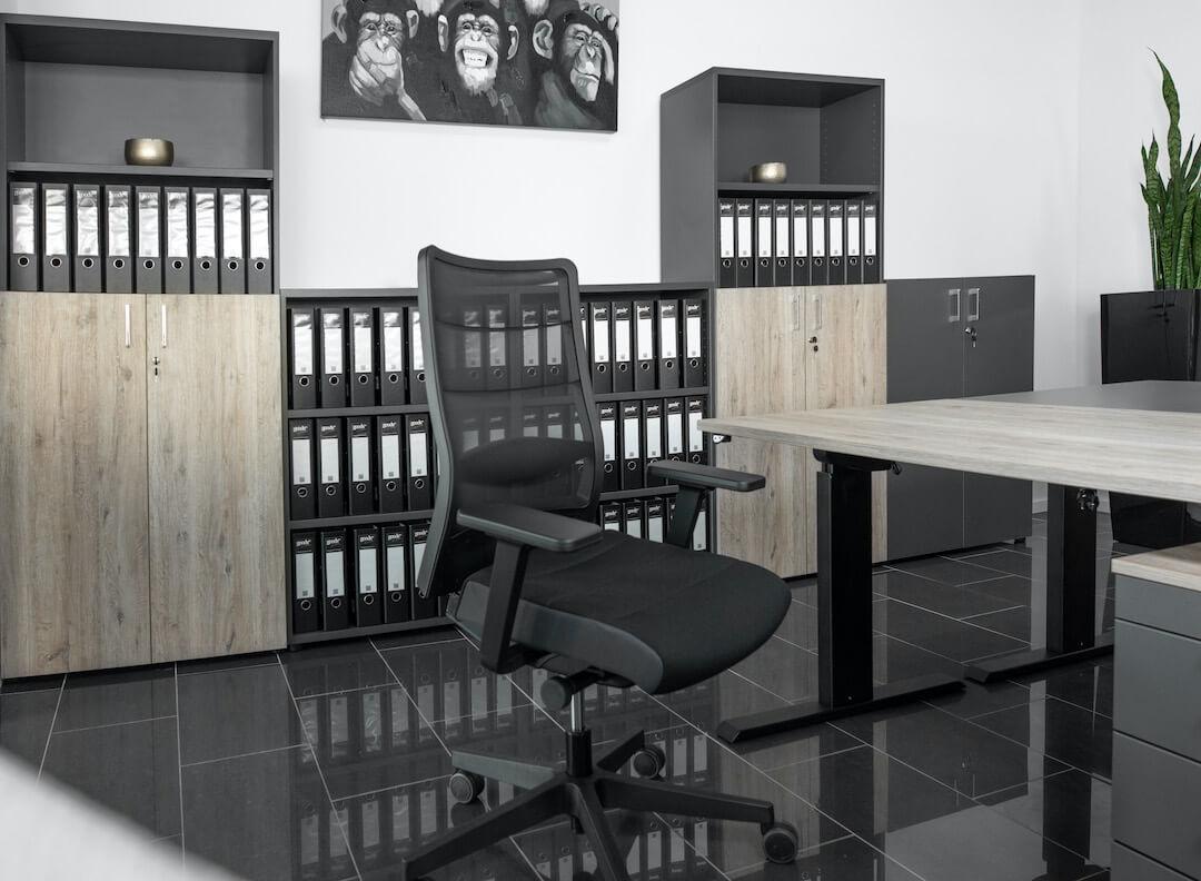 Aktenregale im Büro