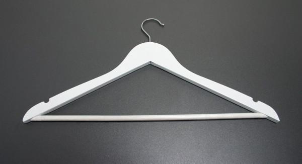 Weiß lackierter Holzbügel mit Steg und Trägerkerben 12023