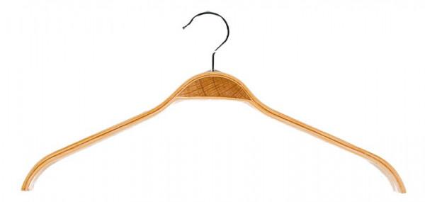 Praktischer Kleiderbügel aus Schichtholz mit gummierter Oberfläche für einen besseren Halt 12011