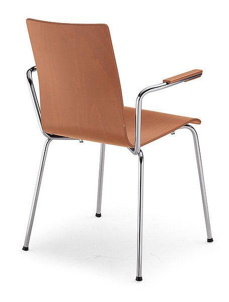 Stapelbarer Holzstuhl in der Farbe Rotbraun mit verchromtem Gestell und Armlehnen 84303