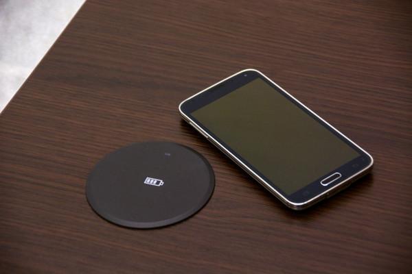 Ladestation für Smartphones mit elektromagnetischer Induktion 83628